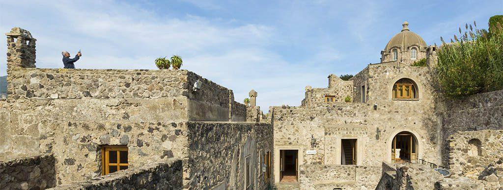 Castello Aragonese la casa del Sole